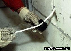 Как закрепить в штробе кабель